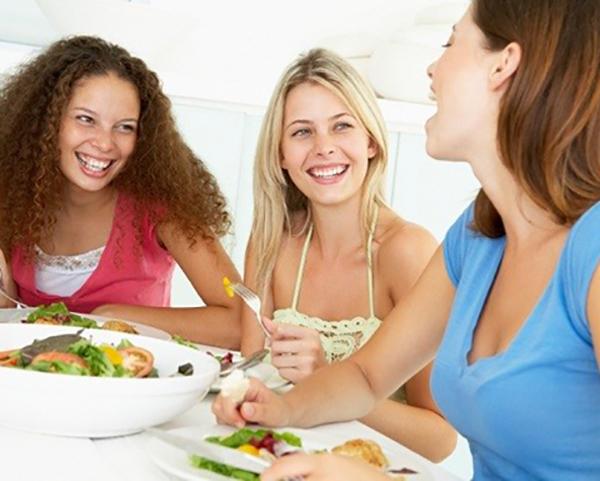 Что нужно внести в рацион подростка: советы диетолога