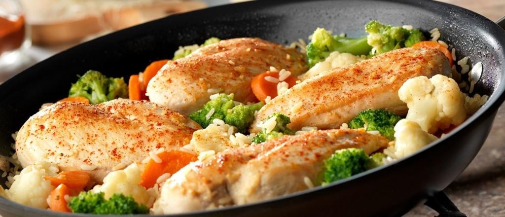 Рис с овощами и курицей, с добавлением оливкового масла