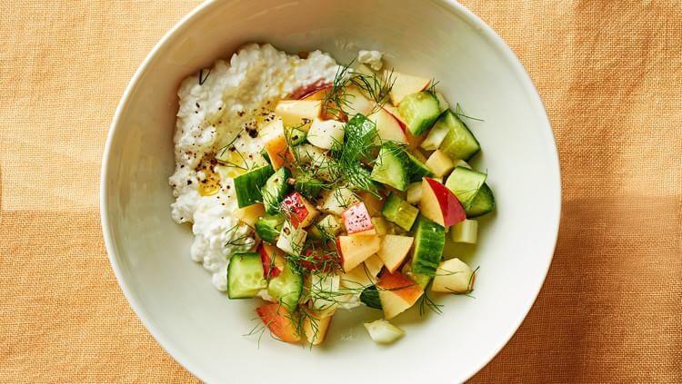 Диетический салат с творогом