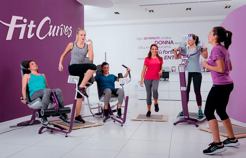 FitCurves предлагает 30-минутные круговые тренировки для женщин