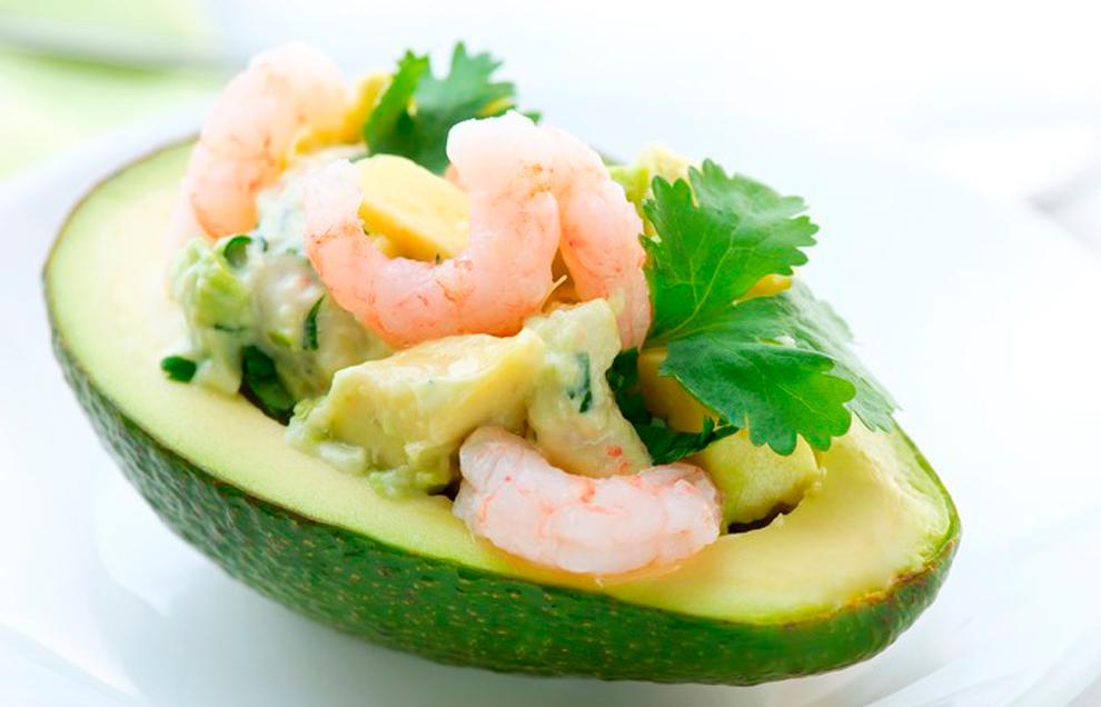 Авокадо, фаршированное креветками