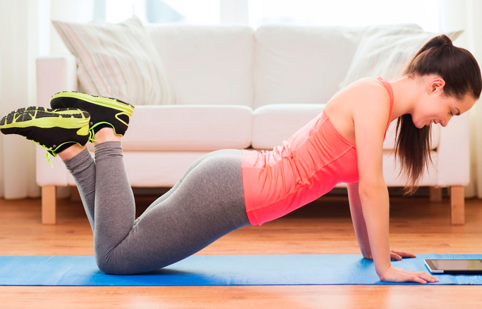 Отжимания от пола с колен полезны для трицепса