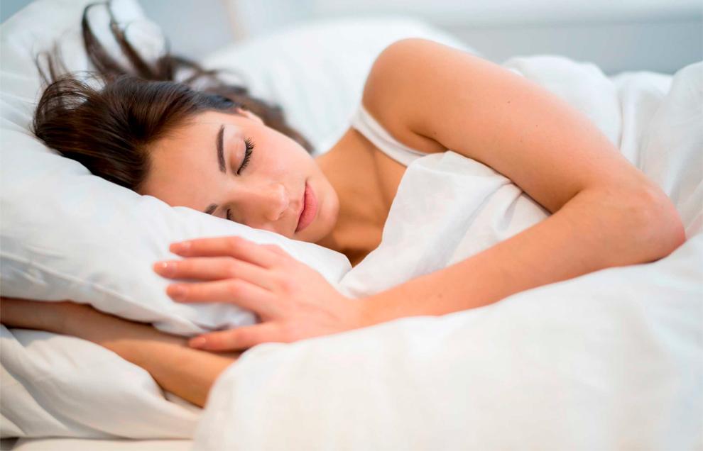 Появление ожирения гораздо вероятнее у людей, которые имеют проблемы со сном