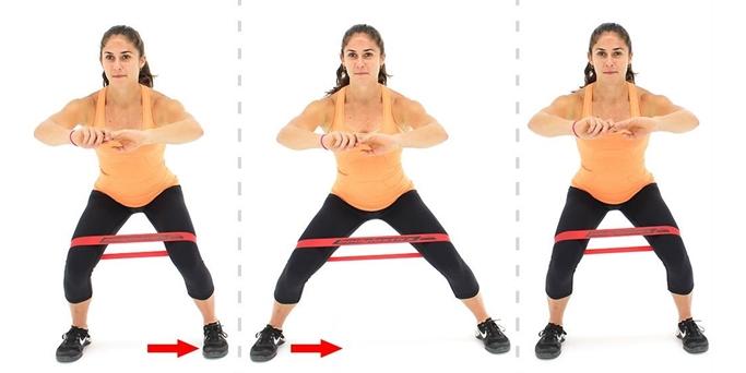 приставные шаги в полуприседе с фитнес резинкой